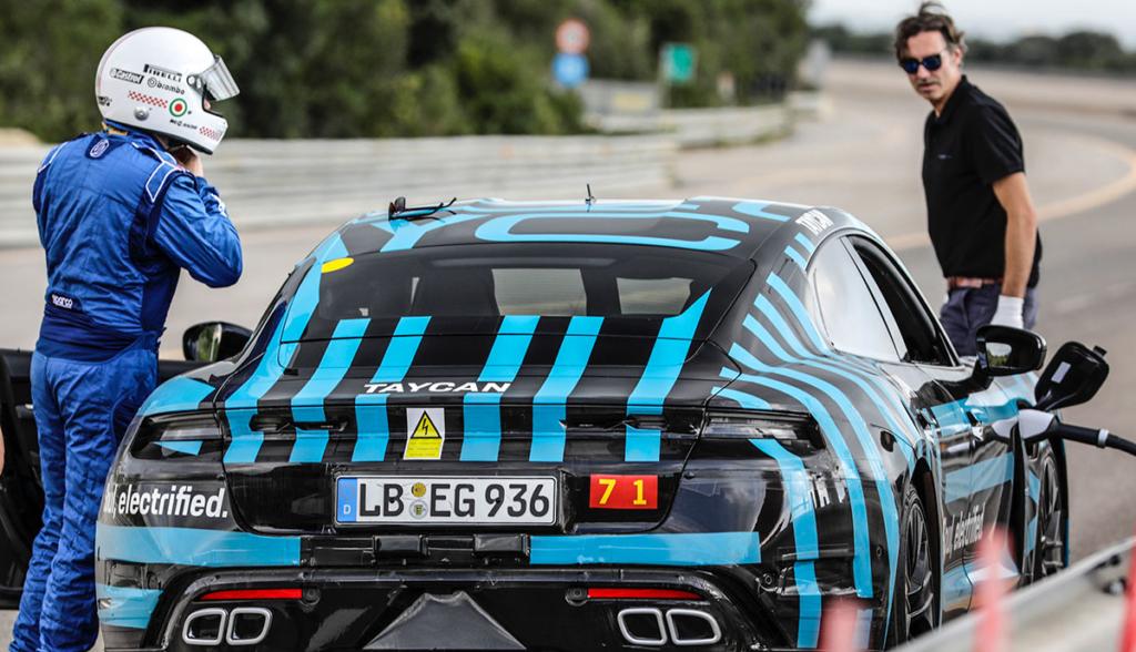Porsche-Taycan-Cockpit-2019-5