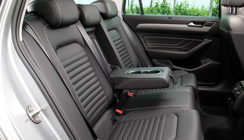 VW-Passat-GTE-2019-10