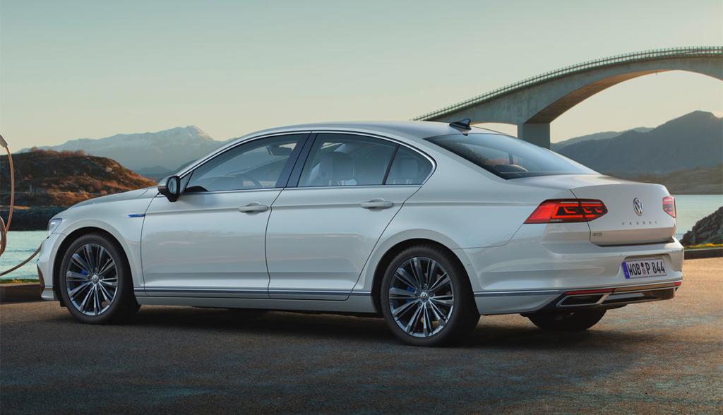 VW-Passat-GTE-2019-8