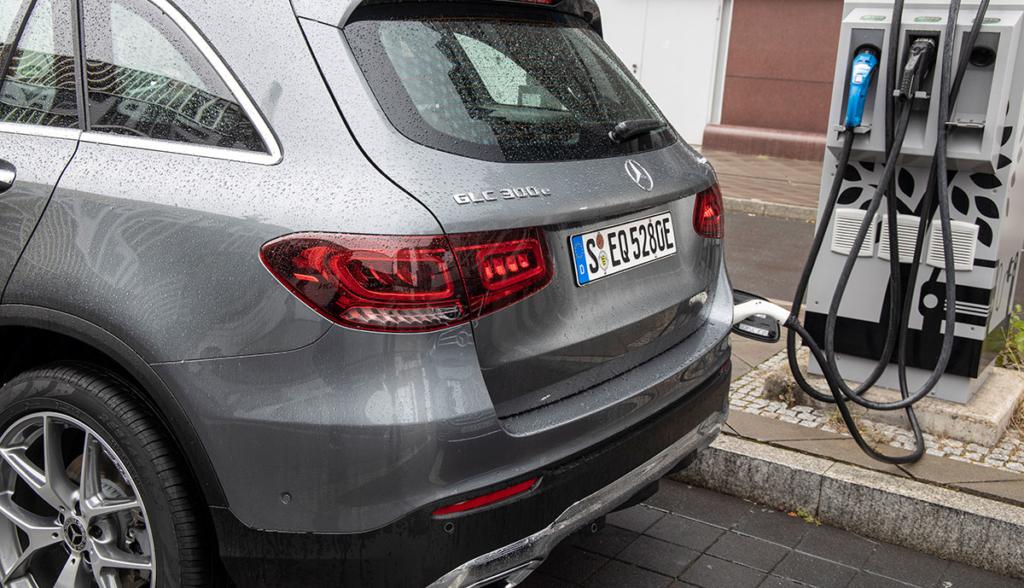 Mercedes-GLC-300-e-2019-6