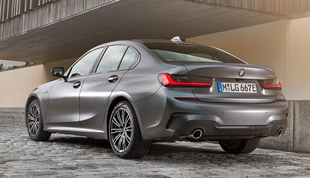 BMW-330e-2019-3