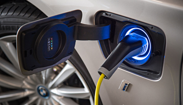 BMW-Plug-in-Hybrid-laden