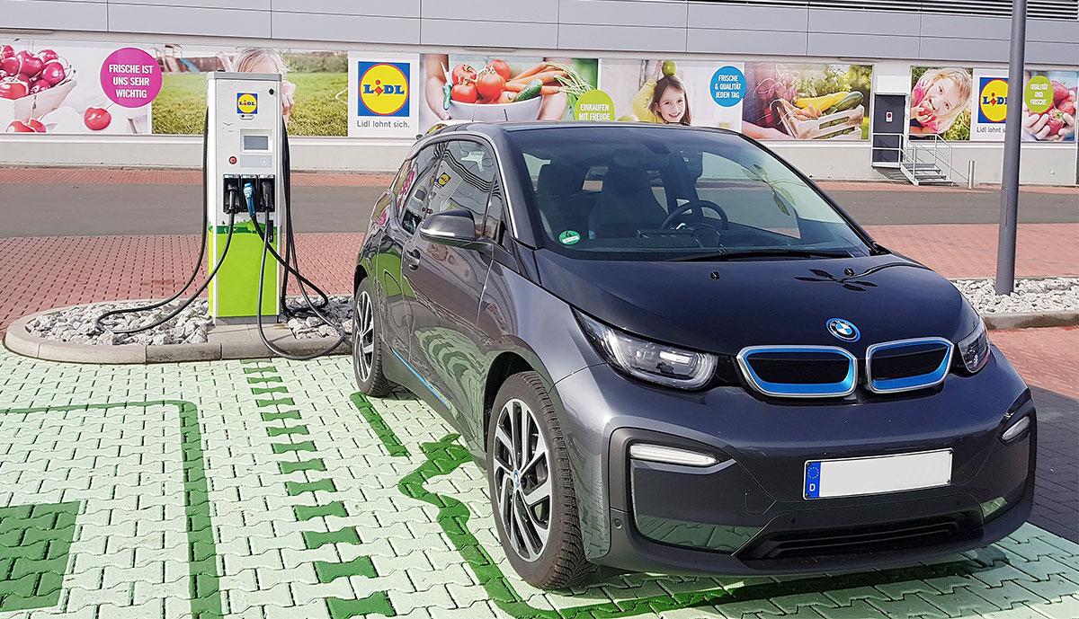 E-Auto-Ladesäulen für alle Kaufland- & Lidl-Märkte