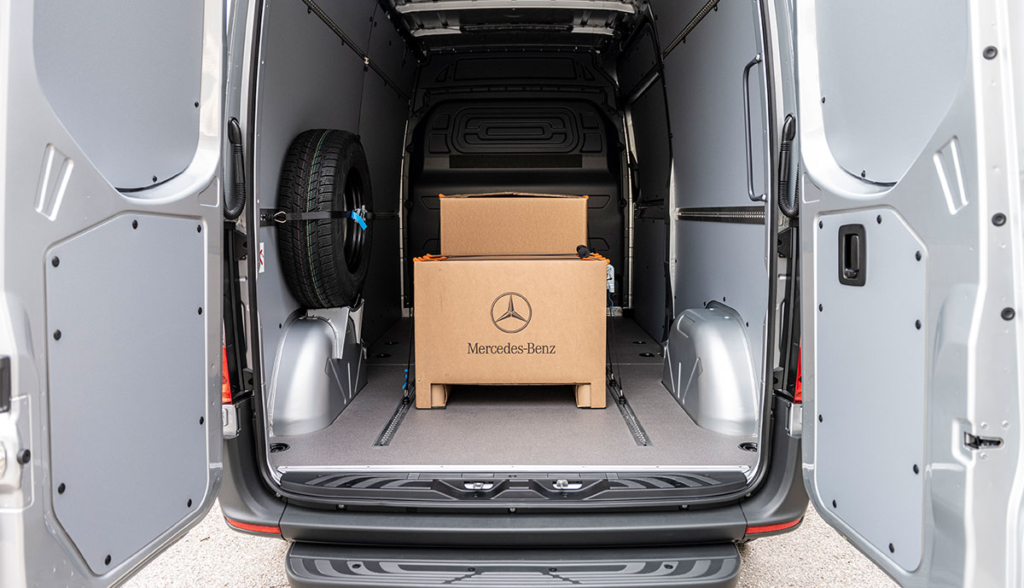 Mercedes-Benz-eSprinter-2020-7