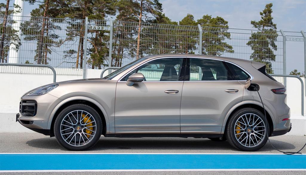 Porsche-Cayenne-Turbo-S-E-Hybrid-2019-5