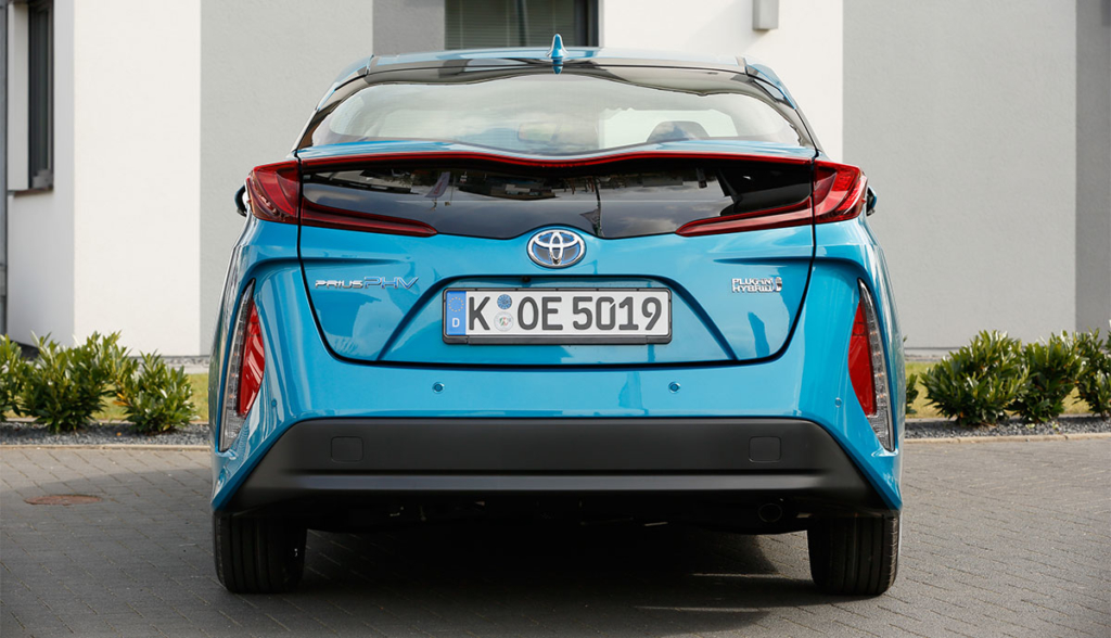 Toyota-Prius-Plug-in-Hybrid-2020-2