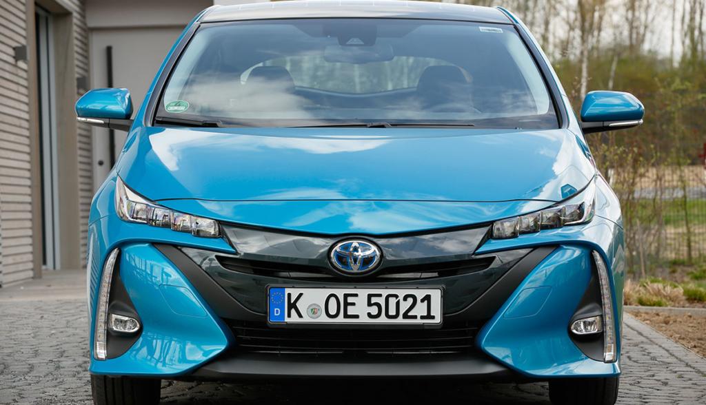 Toyota-Prius-Plug-in-Hybrid-2020-3