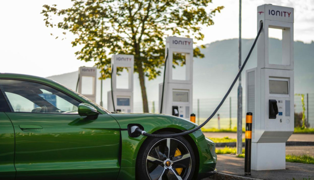 Porsche-Charging-Service-Ionity