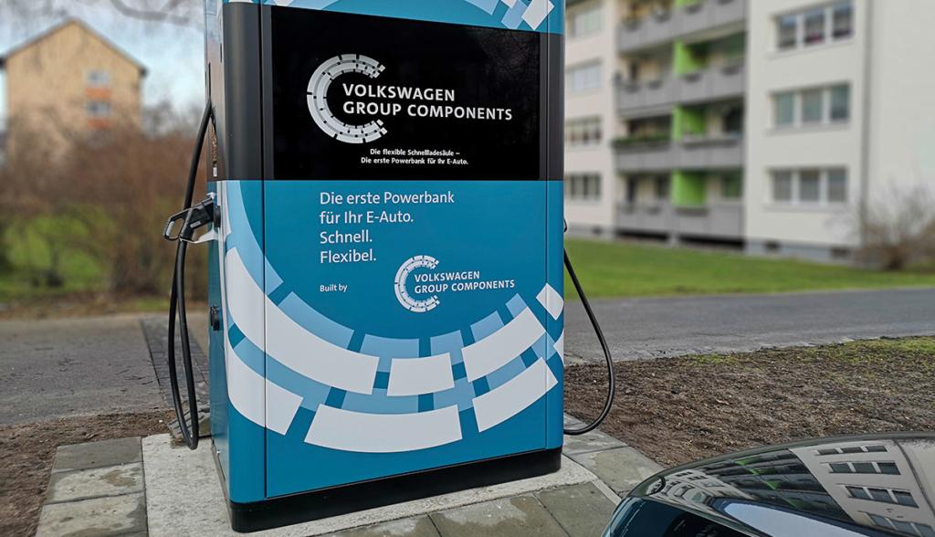 VW stellt flexible Schnellladesäulen in Wolfsburg auf