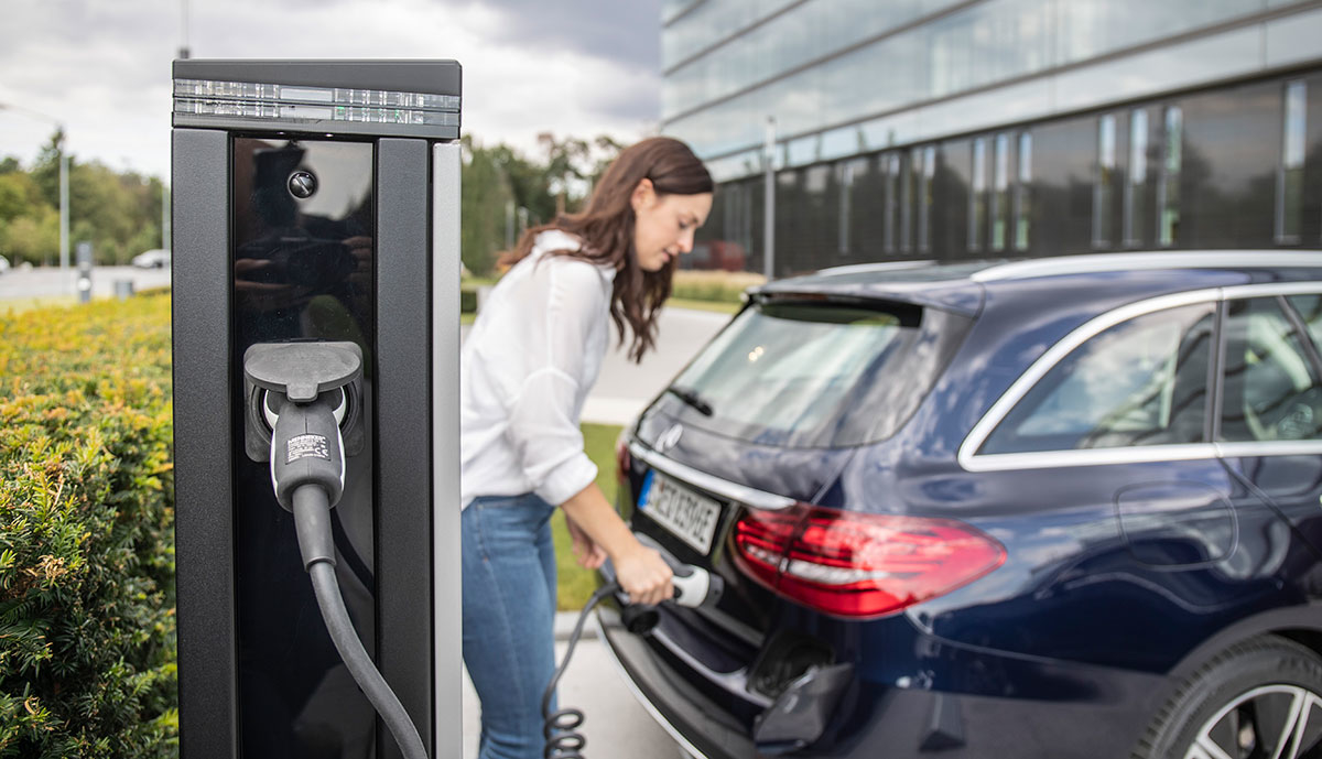 Mercedes-Plug-in-Hybrid-laden