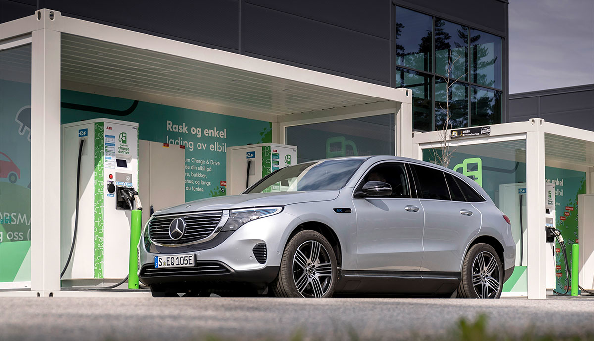 Mercedes-EQC-laedt