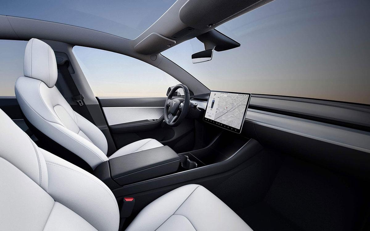 Tesla-Model-Y-Innen