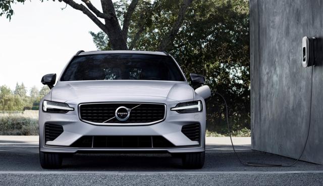 Volvo-Plug-in-Hybrid-laedt