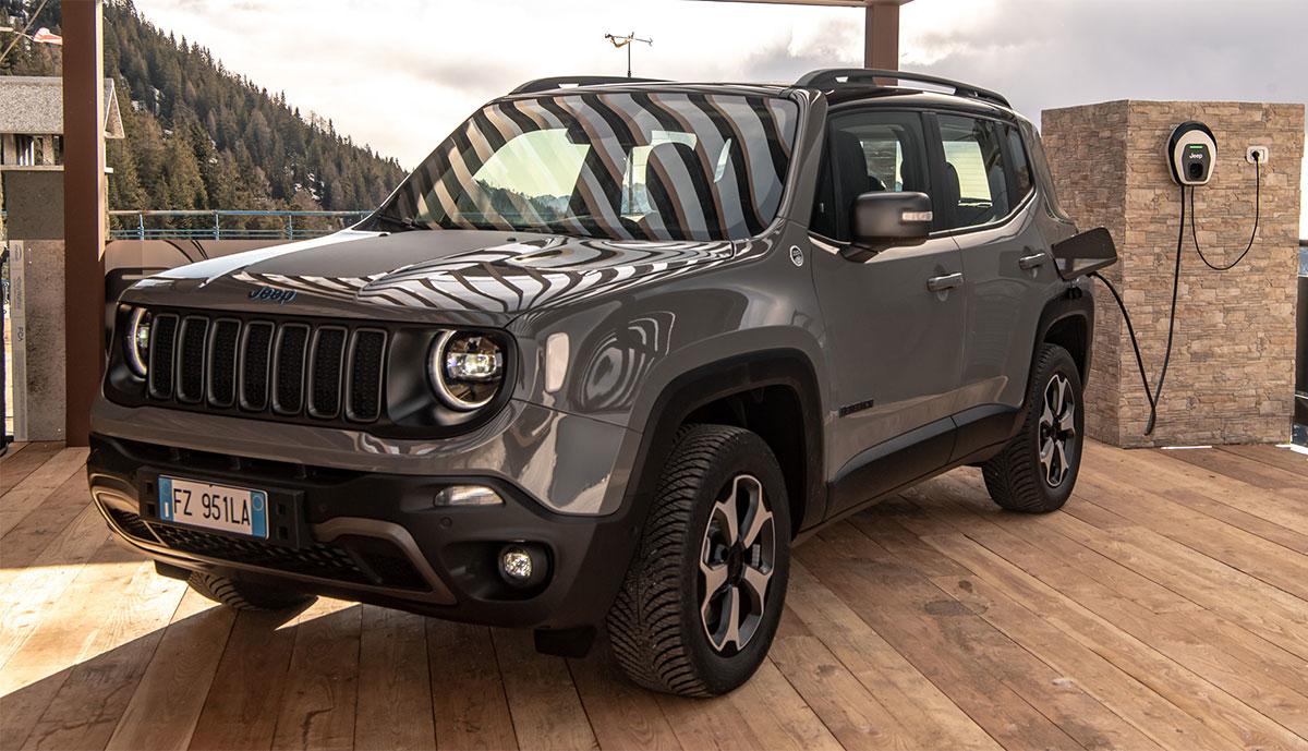 Jeep-Plug-in-Hybrid-laedt
