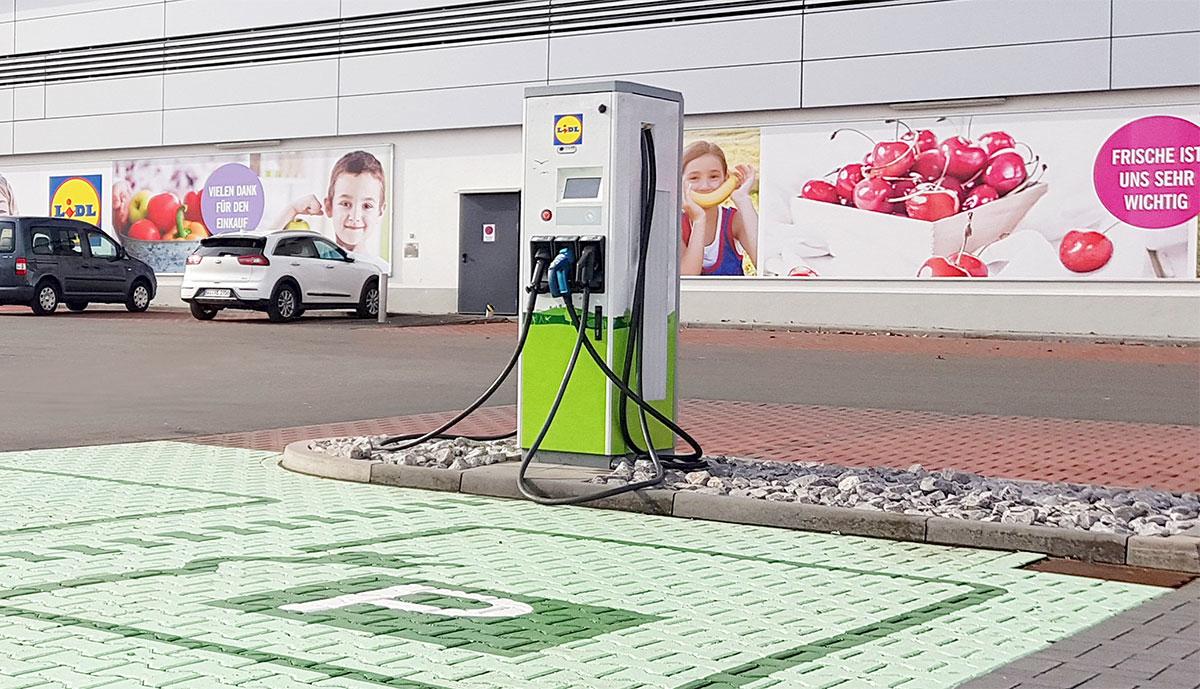 Elektroauto-Ladestation-Aldi