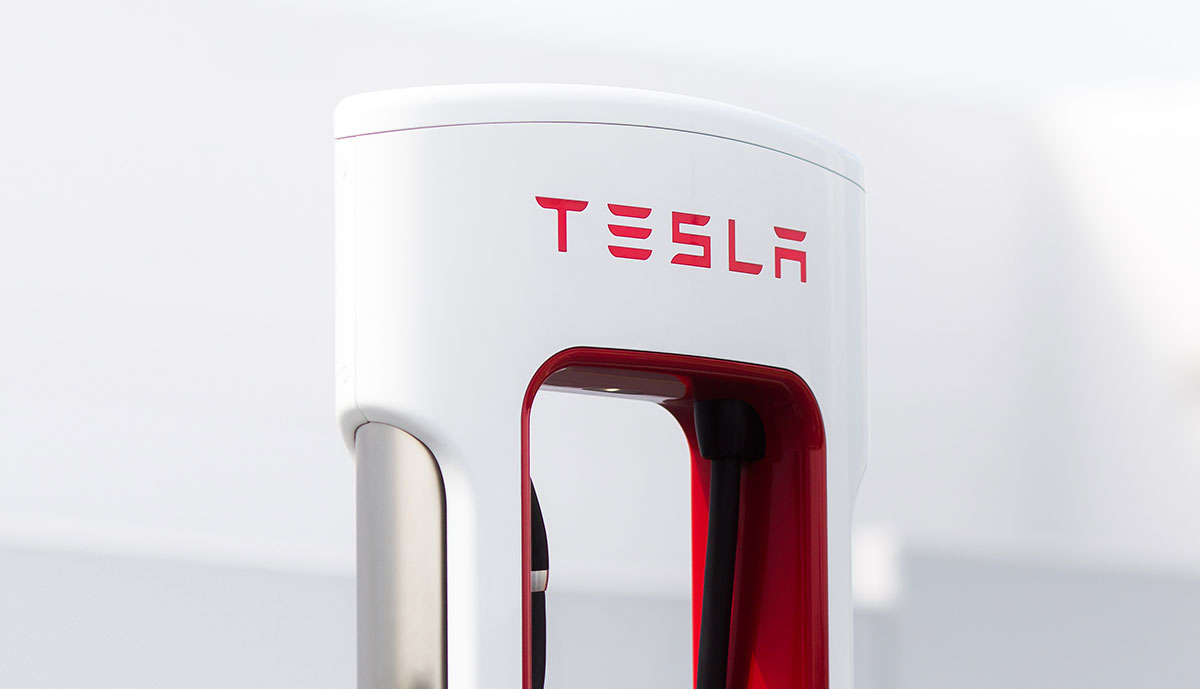 Tesla Supercharger Saeule