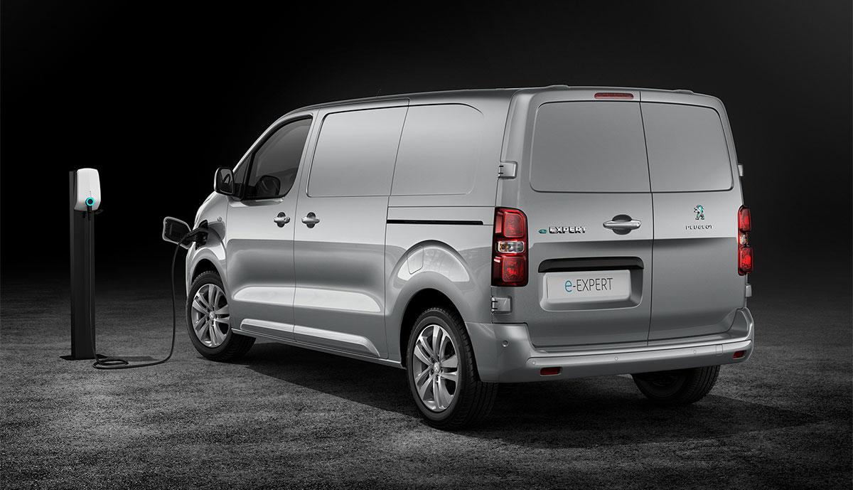 Peugeot-e-Expert-laedt