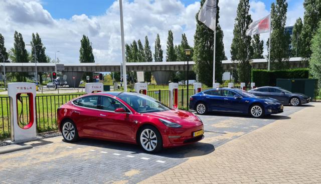 Tesla-Supercharger-Rijswijk