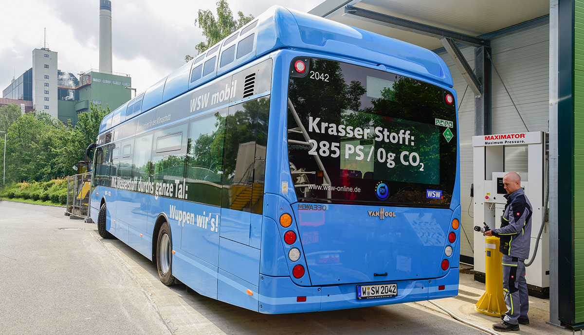 WSW-Wasserstoff-Bus-beim-Tanken