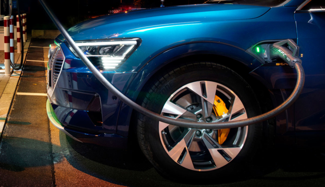 Audi-e-tron-laedt