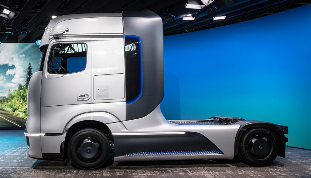 Mercedes-GenH2-Truck.jpg2