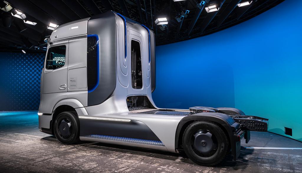 Mercedes-GenH2-Truck.jpg3