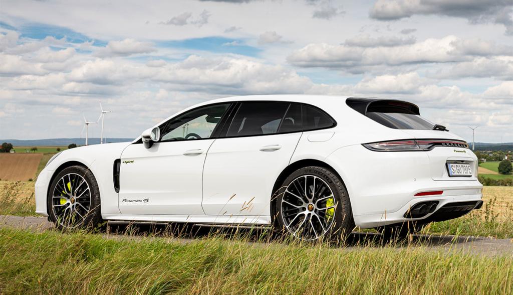 Porsche-Panamera-4S-E-Hybrid-Sport-Turismo-2020-1