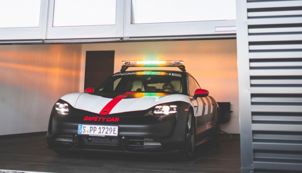 Porsche-Taycan-Safety-Car-2020-7
