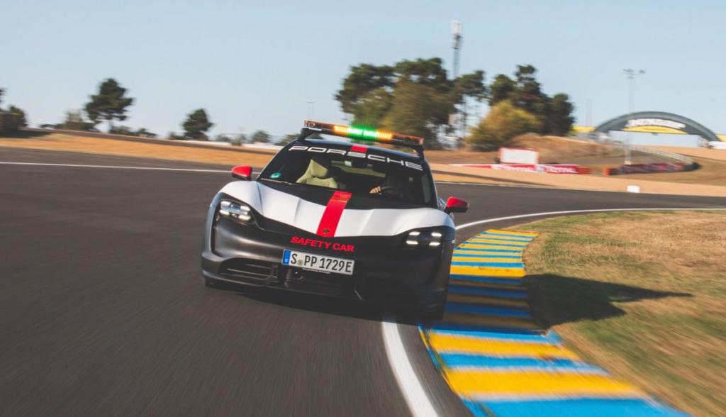 Porsche-Taycan-Safety-Car-2020-8