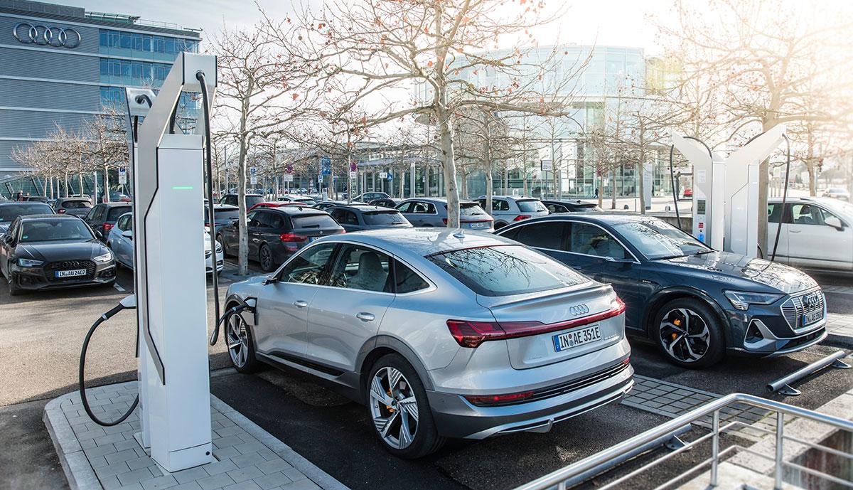 Audi-e-tron-Sportback-laedt