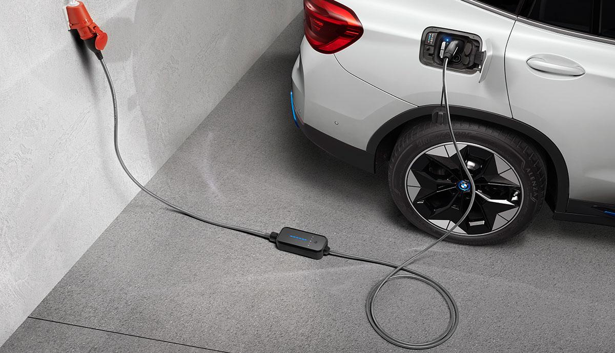 BMW-iX3-Flexible-Fast-Charger