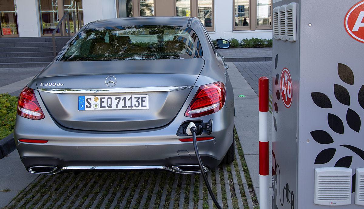 Mercedes-E300de-laedt