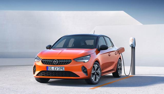 Opel-Corsa-e-laedt
