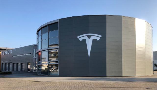 Tesla-Zentrum-Hamburg-2020-1