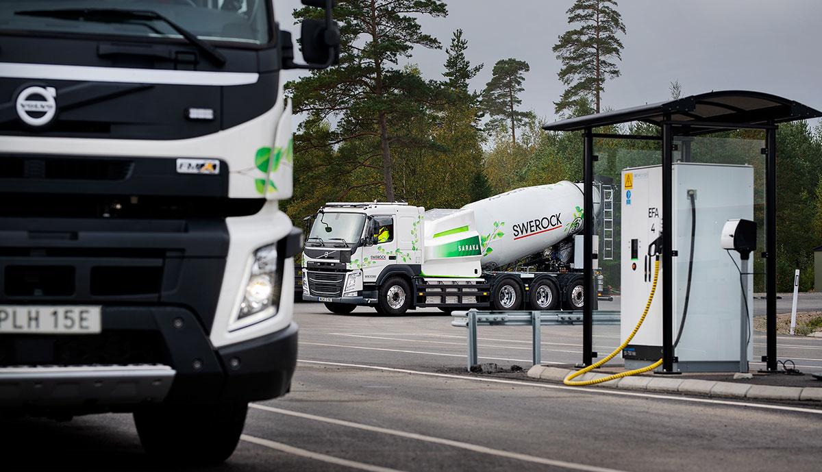 Volvo-Trucks-Elektro-Baumaschinen-Laden