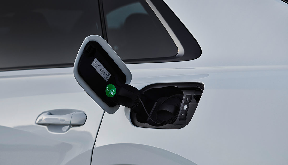 Audi-Q8-TFSi-e-Ladeanschlus