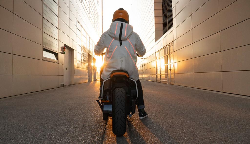 BMW-Motorrad-Definition-CE-04-2020-1