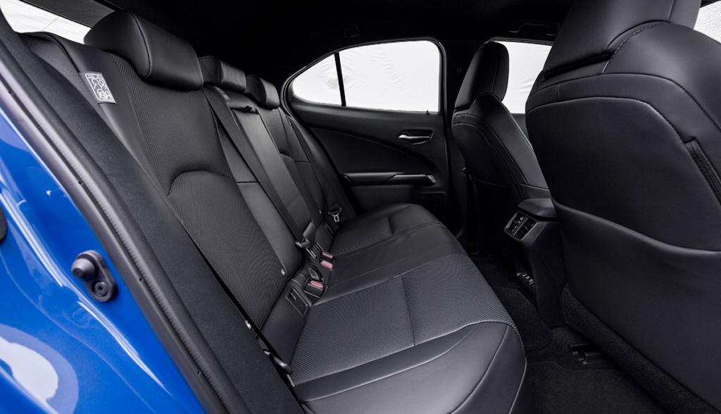 Lexus UX 300e-9
