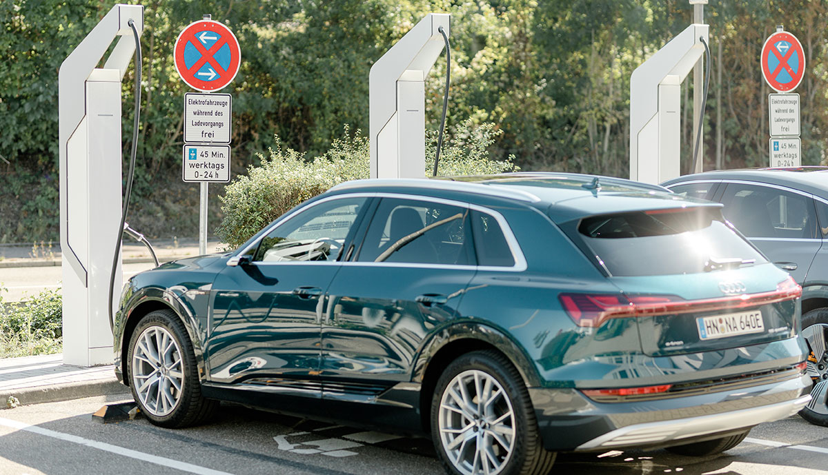 Audi-e-tron-laedt-2