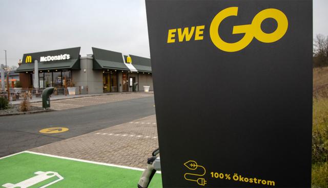McDonalds-Elektroauto-Ladestationen-EWEGo