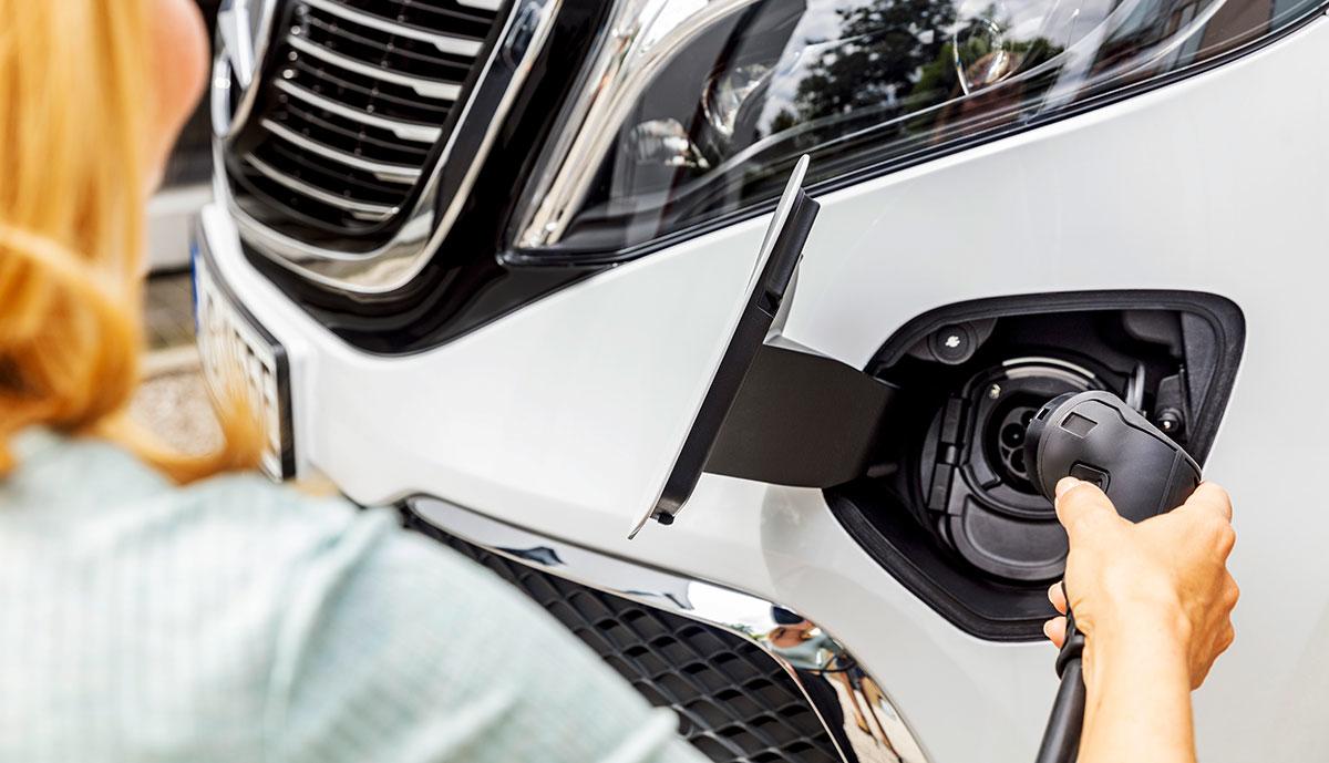 Mercedes-EQV-laedt