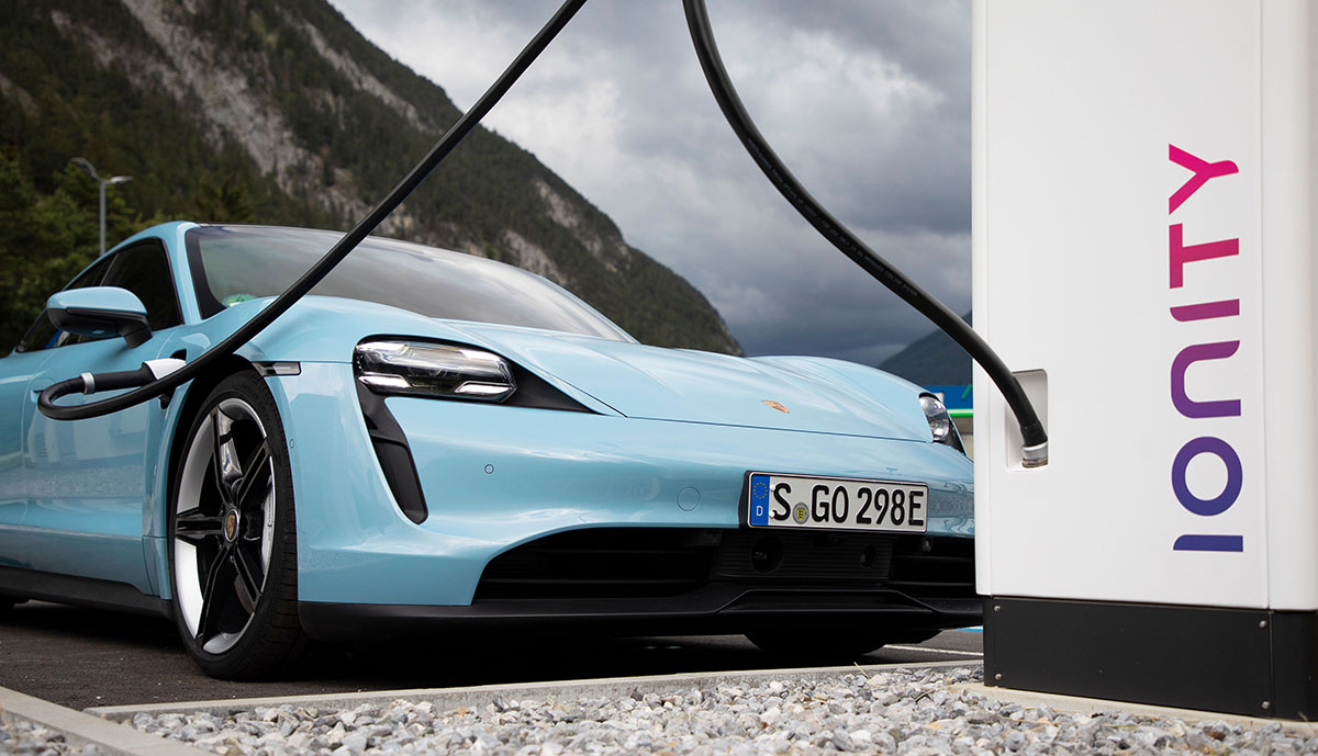 Porsche-Taycan-Ionity