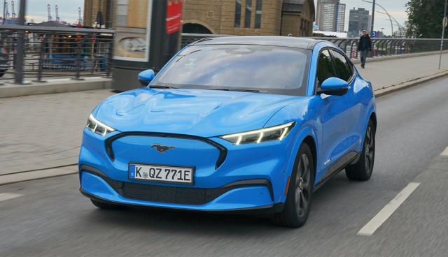 Ford-Mustang-Mach-E-blau