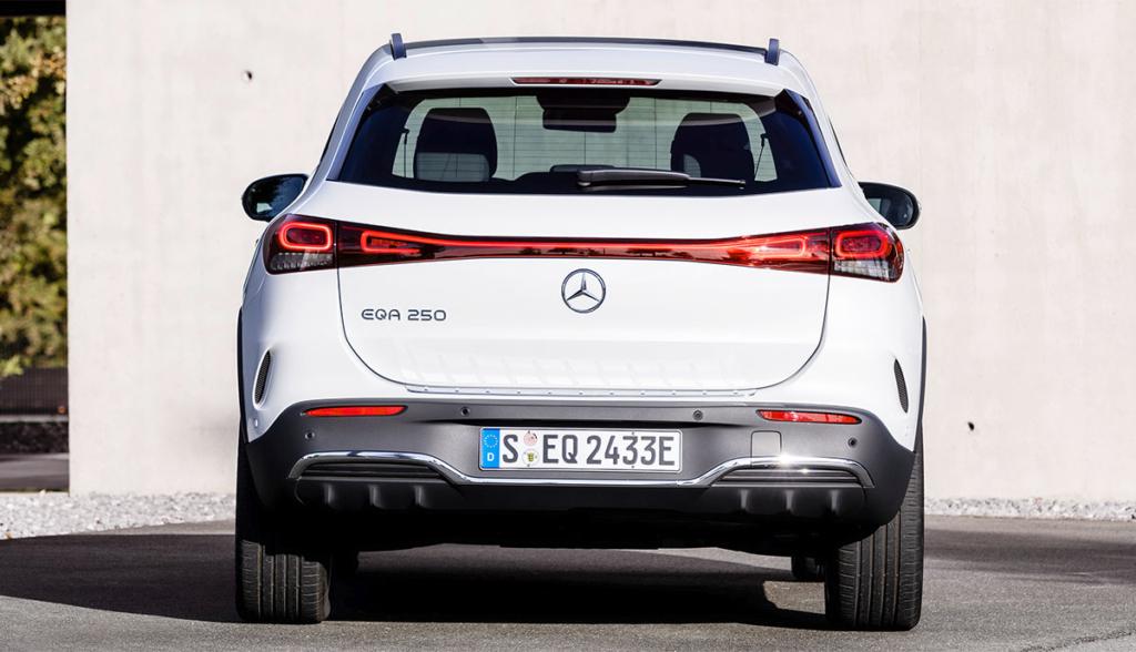 Mercedes EQA-3