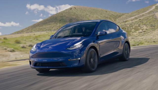 Tesla-Model-Y-blau-2