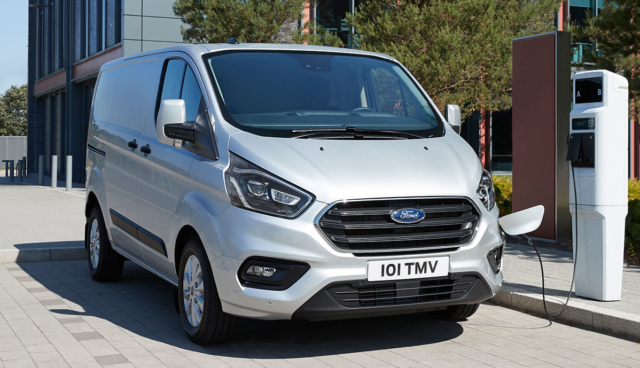Ford-Tourneo-Custom-Plug-in-Hybrid-1
