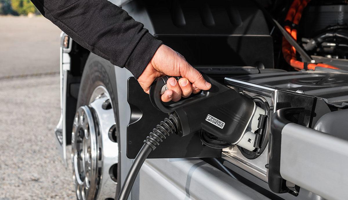 Mercedes-eActros-Ladeanschluss