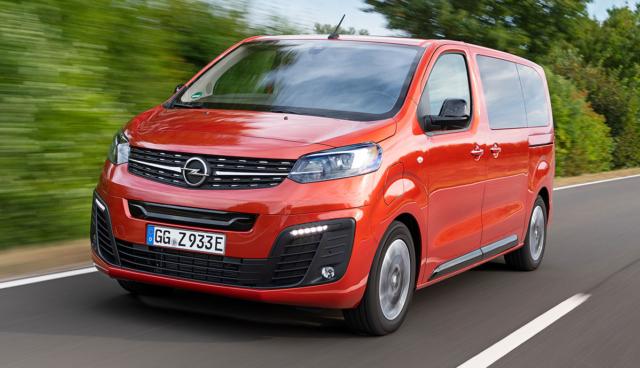 Opel-Zafira-e-Life-Rollstuhlfahrer-2021-1