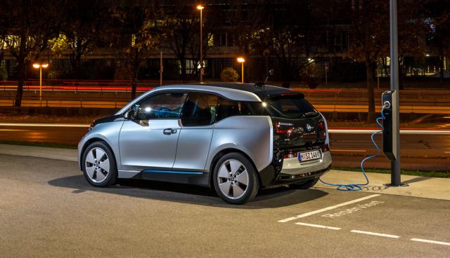BMW-i3-laedt