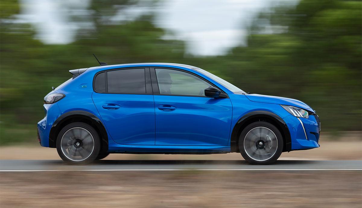 Peugeot-e-208-Seite-blau